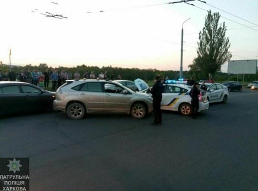 ВХарькове нетрезвый шофёр на Лексус устроил погоню ипротаранил полицейские машины